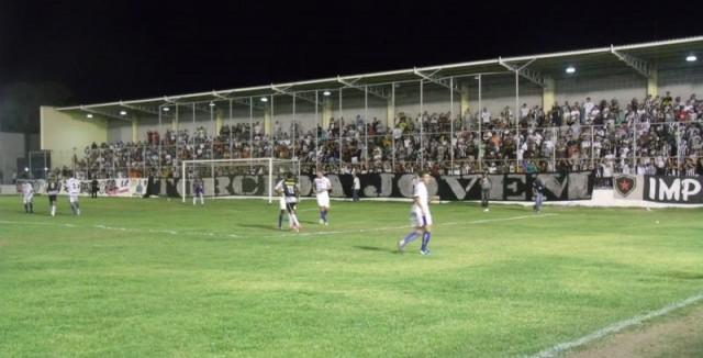 Em um jogo faltoso e de muitos cartões, Botafogo-PB e CSP empatam sem gols