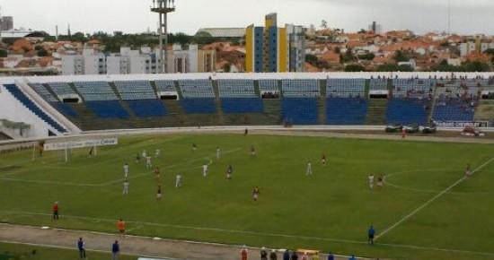 Em segundo tempo arrasador, Campinense goleia o Auto Esporte no Amigão