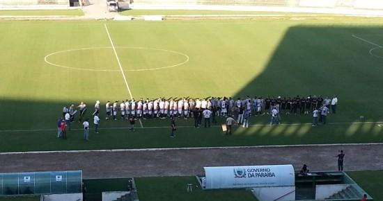 Botafogo-PB e Santa Cruz-PE empatam em 1 X 1 no Almeidão em partida amistosa