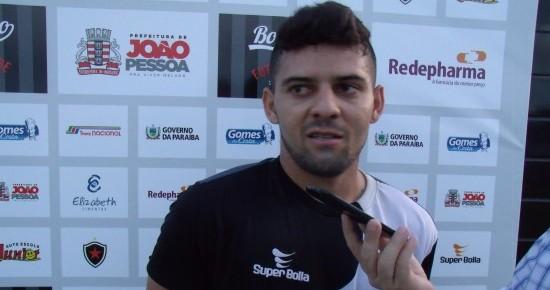 Bismarck não vê pressão em substituir Lenílson e quer fazer história no Botafogo-PB