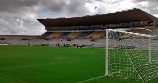 Em crise, Botafogo-PB encara o CSP no Almeidão