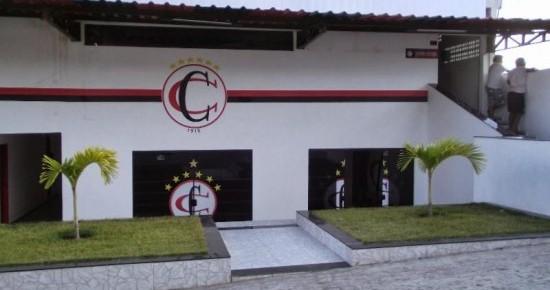 Com cinco desfalques, Campinense embarca para decisão contra o Bahia