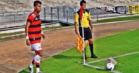 Campinense acerta a permanência do meia Luiz Fernando