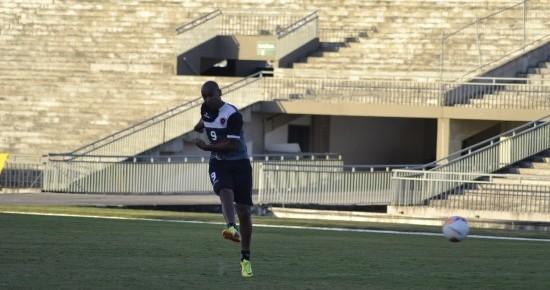 Atacante de poucos gols, Beto vem sendo fundamental no esquema do Botafogo-PB