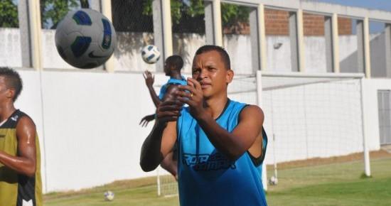 """Botafogo-PB anuncia """"garoto-propaganda"""" Warley como primeira contratação para 2016"""