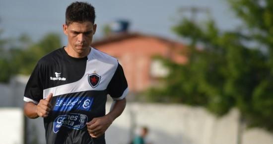 Ídolo no Macaé-RJ, Gedeil também quer fazer história no Botafogo-PB
