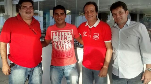 Auto Esporte anuncia atacante ex-Palmeiras e Grêmio como primeiro reforço