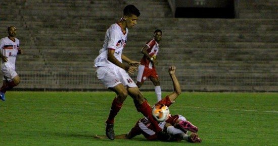 Com gol olímpico, Santa Cruz arranca empate contra o Esporte