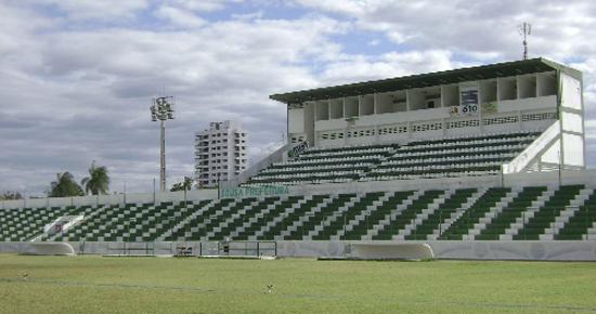 Embalado, Sousa recebe um Botafogo com mudanças no time titular
