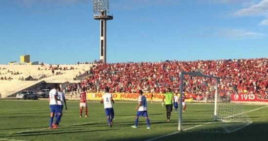 Com gol no fim, Campinense fura retranca do CSP e tem vantagem nas semifinais