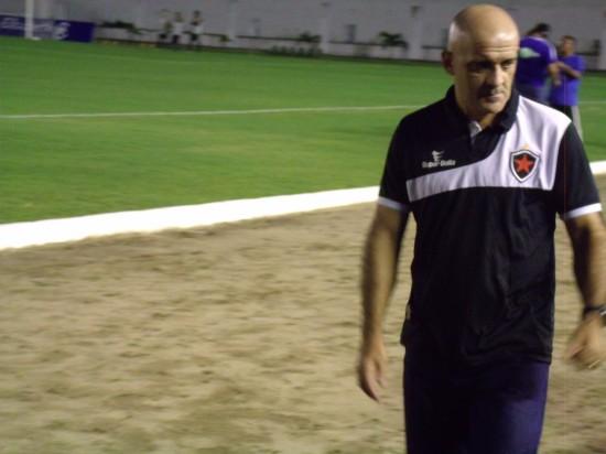Remo faz proposta por Itamar Schulle, mas diretoria garante que treinador fica no Botafogo-PB