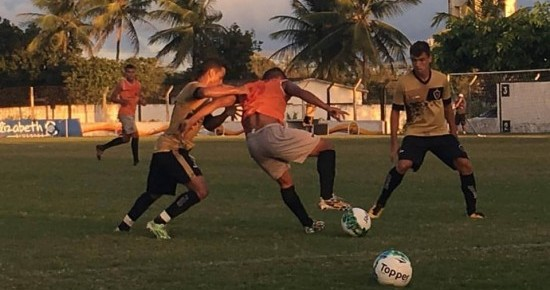 Treinador do Botafogo-PB pede foco para que o time se mantenha no topo da tabela