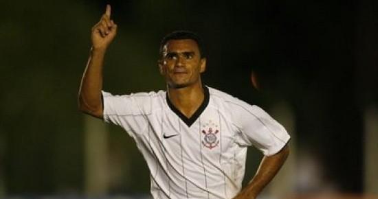 Treze contrata atacante campeão da Série B pelo Corinthians