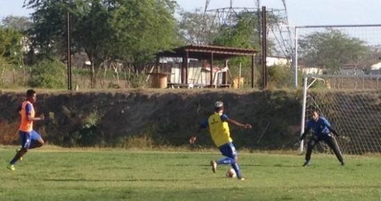 Marcelinho Paraíba e Otacílio Neto se destacam em primeiro treino com bola do Treze