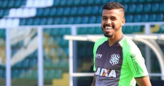 Campinense anuncia contratação de meia ex-Figueirense